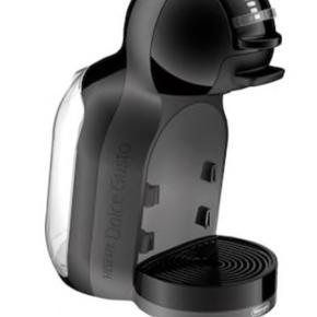 Sælger denne Mini Me Dolce Gusto maskine. Den er et par år gammel, men den fejler absolut intet. Sælges kun fordi jeg har fået en ny.  Nypris var 800 kr.