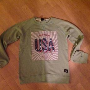 Varetype: Sweatshirt Farve: Se billede Prisen angivet er inklusiv forsendelse.