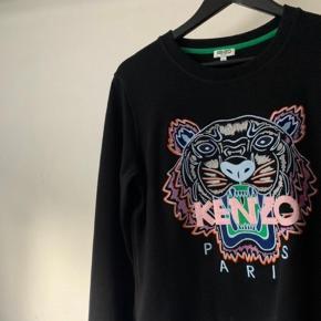 Kenzo sweater, brugt omkring 3 gange. Sælges udelukkende fordi den ikke bliver brugt. Den har kostet omkring 1300 kr for ny.
