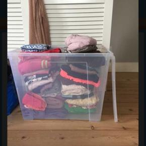 Stor pigepakke Har fra størrelse 104-122. Du er velkommen til at spørge om billeder af forskelligt tøj!👍 Det jeg tænker er, at du kan komme og kigge på den størrelse du er interesseret i også kan vi finde en pris udfra, hvad du har valgt.