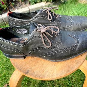 Et par lækre Paul Smith sko i virkelig god kvalitet. De har en lidt mørkegrøn hue. Str. UK 10. (EU 44). Brugt meget få gange