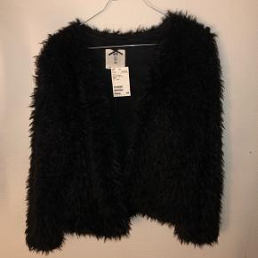Pels jakke/trøje fra H&M. Str. 170 - Købt i børneafdelingen. Passes af XS/S.