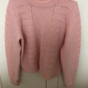 Lækker sweater fra samsøe & samsøe i str. S. Brugt meget få gange og vasket en enkelt gang i hånden.