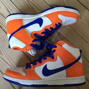 Orange og blå Nike sb hi top sneakers. Størrelse 42, mål 26,5 cm. Nærmest som nye.