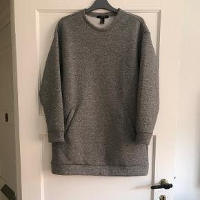 sweater kjole aldrig brugt købt i USA  Køber betaler fragt hvis man ikke selv henter