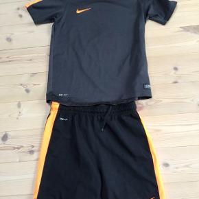 Nike T-shirt & bluse i flot stand Str er 10-12 år