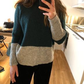 Mega lækker sweater med glimmer i stoffet fra Envii i str. XS. Jeg er en str. S og passer den helt perfekt 💚