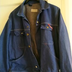 Gammel vintage arbejds jakke fra Engel i ok stand er nok fra 70'erne men har lidt slid, men på en god patina måde. Er nyvasket