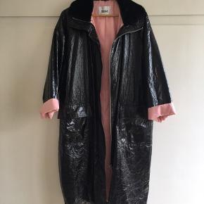 Lækker frakke fra stand.  Model: Maia Parka  Nypris var ca 2500, men jeg sælger gerne billigt. Byd endelig :)