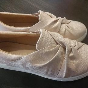 Rigtig fine sko fra Sketchers - brugt få gange.