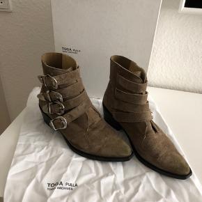 Fine toga pulla støvler i brun ruskind.