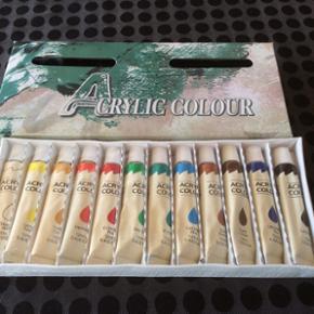 12 tuber acrylmaling til hobby kunstneren. Der er 12 ml i hver tube, har aldrig været i brug.