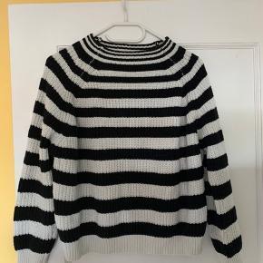 Sælger denne mango sweater i fin stand til en billig pris 🌸