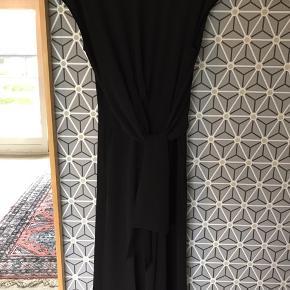 Flot buksedragt fra Inwear i str 34 men er lidt stor i det - passer mig og bruger normalt 36. Brugt få gange og er super flot  Bytter ikke.