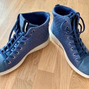 Lækre boot-lignende støvler fra Ecco, letvægt. Soft 3. Blå som på andet billede. Brugt få gange. Str 38.