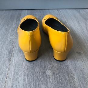Søde sko. Desværre lidt for smalle til mig.  Hælhøjde 5 cm Indvendig længde 27,3 cm  Bytter ikke...
