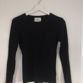 Glimmer trøje fra Mads Nørgaard - den klassiske model. Har aldrig rigtigt brugt den, så derfor sælges den :)