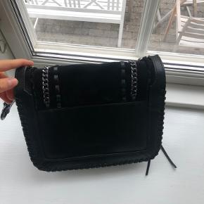 Sort taske fra Zara. Skriv gerne for flere billeder