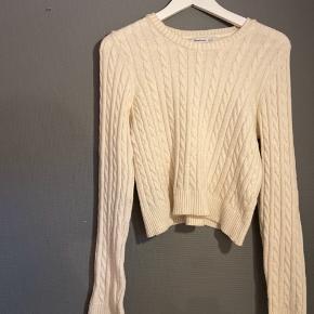 En meget blød hvid sweater str. M, men svarer til en str.xs eller s.  #30dayssellout