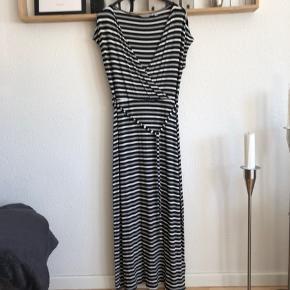 Flot kjole Brugt 1 gang Str 38 Se alle billeder