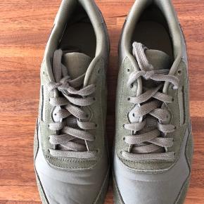 Super lækre sneakers. Kun været brugt få gange og fremstår som nye.