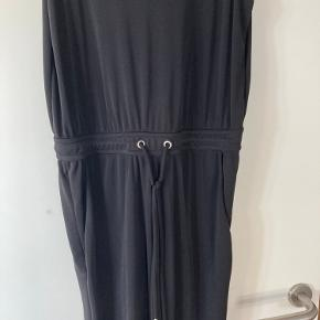 Skøn buksedragt