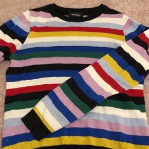 Sød trøje fra monki:) byd!