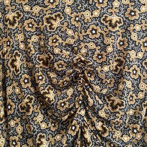 Sælger denne fine isabel Marant trøje. Det er en IT 44, men svarer til en 38 ☺️