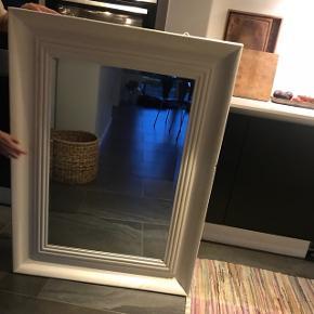 Sælger dette fine spejl. Spejlet er i fin stand