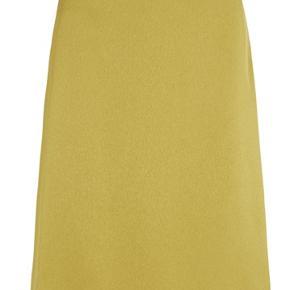Nye lækker nederdel med mærke Nederdelen er med elastik bag til og skjult lynlås i siden.