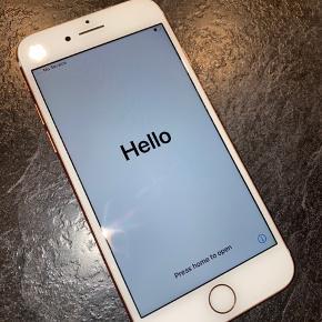 Iphone7 128GB, Rosagold, 3år, God stand, Ingen ridser (har været beskyttet med cover og panserglas). Batteritilstand 83%. Medfølger oplader og ubrugte høretelefoner