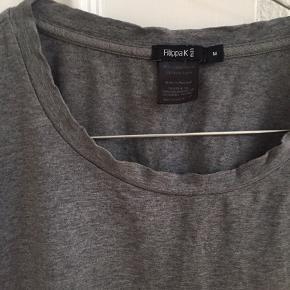 T-shirt fra Filippa K (mand). Brugt oversize.