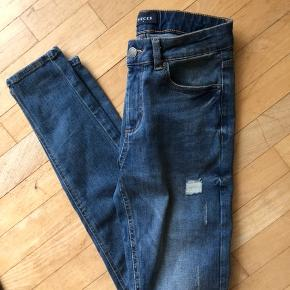 Jeans fra Pieces. Brugt en gang. Kom gerne med et bud :)  Sendes med DAO