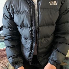Flot dunjakke fra The North Face! Brugt 2 vintre, men bærer ikke nogen fejl eller skader  Er åben for seriøse bud🙏🏼