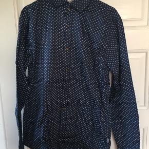 Skjorte fra Matinique. Aldrig brugt, ny i stand. Nypris: 400kr