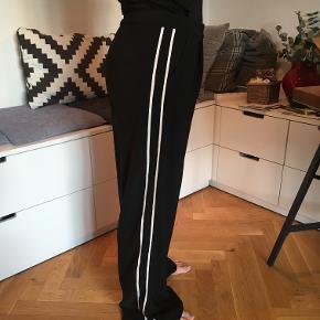 Super fede bukser, som jeg desværre ikke kan passe.  Kig ind på mine andre annoncer, der er brands som Ganni, Malene Birger, HM, Zara, Hosbjerg, Envii, Monki, Costamani, Noa Noa, Stella Nova, SAND, Custommade, Nümph, Vintage styles, Heartmade, Frocks og meget andet.  Giver rabat ved køb af flere ting :)