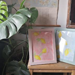Sælger mine akvarelmalerier, som er super fine både som en del af en billedvæg eller bare til at give et lille pift af farve på væggen💚  Sælges både med og uden ramme Farvet ramme: +50 kr Sort ramme: +30 kr  Alle billeder er malet på Canson 300 grams akvarelpapir.  Se min profil for flere malerier🖌️