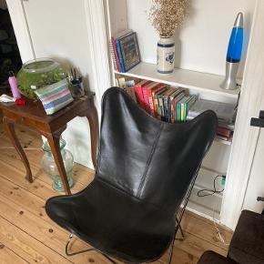 Flagermusstol, 1 år gammel, slid på kanter men ellers pæn stand