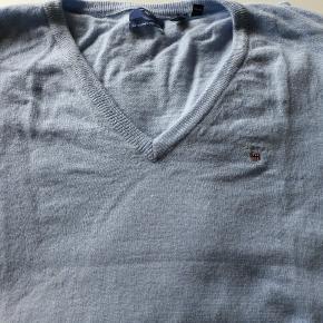 Gant uldsweater i lyseblå Aldrig brugt kun vasket i neutral uldvask billede 2 viser model i lysegrå