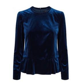 Langærmet navy blå velour trøje fra Bruuns Bazaar. Np: 900kr Aldrig brugt, stadig med mærke💙 Er åben for bud