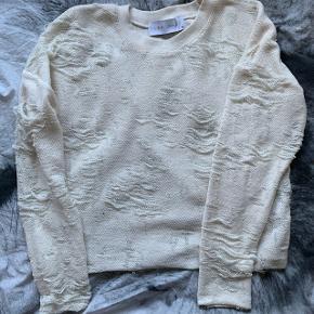 Jeg sælger denne super flotte bluse fra Iro. Nypris var 1200 Mp er 250 kr