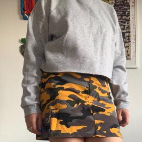 Prikmark sweater med crop og lille højhals