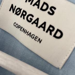 BYD Lyseblå Mads Nørgaard bluse - skal stryges ellers super fin