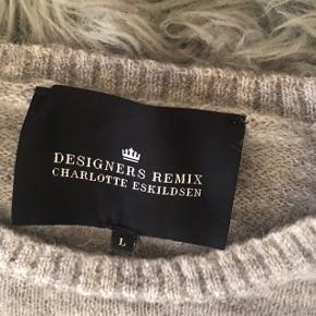 Smuk grå strik fra Designers Remix 💗🌸 den kan passe alt mellem S - L 💛 byd endelig !