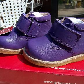 5ae221fedff7 Varetype  sko Størrelse  20  21 Farve  Lilla Oprindelig købspris  649 kr