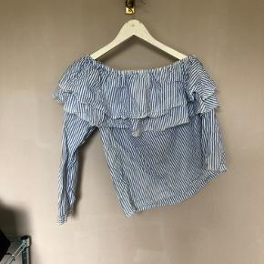 Sommerskjorte fra Zara brugt men ingen tegn på slid.