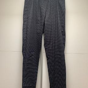 Lækre sorte leggings med hvide bonber