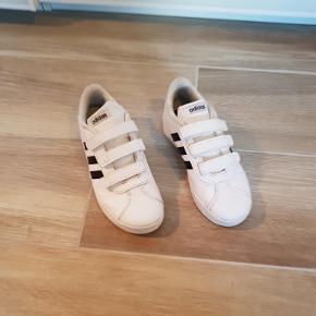 Adidas sneakers, str. 35 (US 3/ UK 2 1/2)