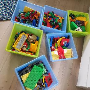 Forskelligt LEGO Duplo. Ikke brugt specielt meget, så i fin stand. Opbevaringskasserne medfølger 😊