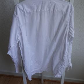 Eton shirt i 100% cotton. Slim fit. Shirt size 43 (17)